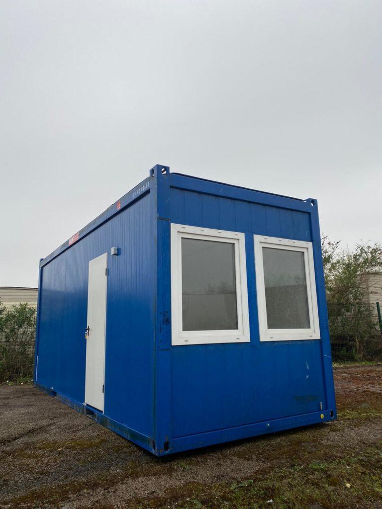 Bungalow chantier à vendre Goliat baie vitrée et double fenêtre
