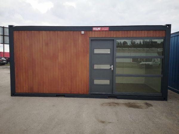 Studio de jardin d'une surface habitable de 13.55m² avec baie vitrée et porte d'entrée